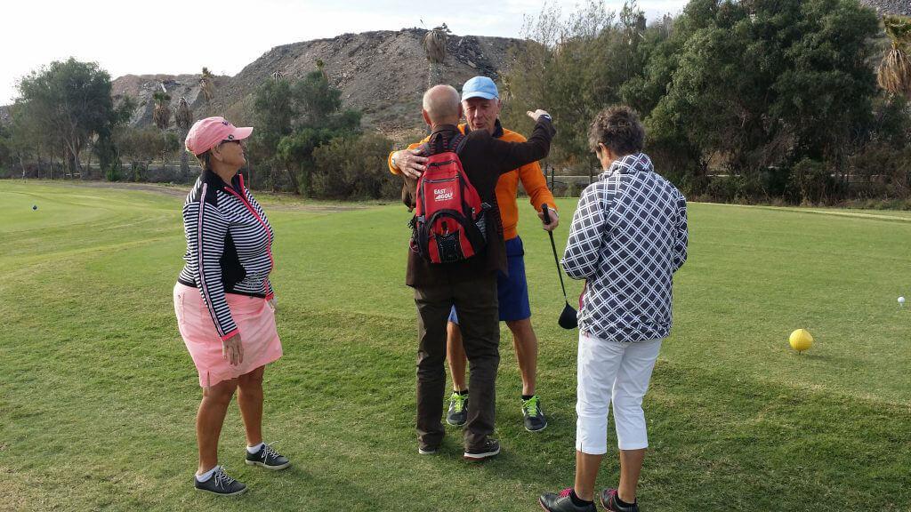 Gästerna tackade av hemresande golfvärd Bo med en jul och nyårskram.