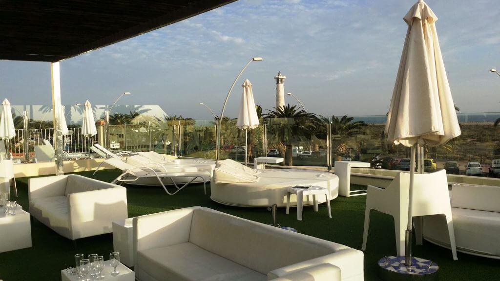 Visst ser de sköns solsängarna på hotell Buganvilla väldigt inbjudande ut.