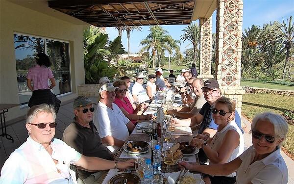 Säsongens första gäng är på plats. Vi började veckan med ett studiebesök på Golf de Soleil. Efter en rundvandring, lite träning tillsammans med klubbens pro intogs en läcker lunch i solskenet.