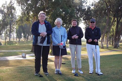 Gunnar, Ingrid,Carina och Håkan är redo att pegga upp.