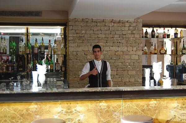 Toppen service, lätt att känna sig som kung i baren.