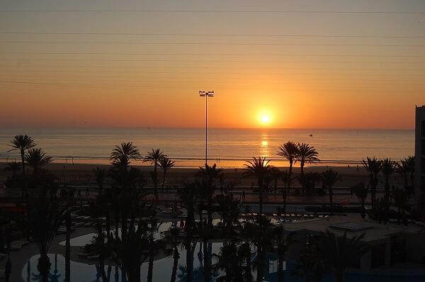 En lång dag rundades av med en magnifik solnedgång. Det var allt för idag men fortsättning följer! Håkan Eriksson Eastons utsände i Marocko