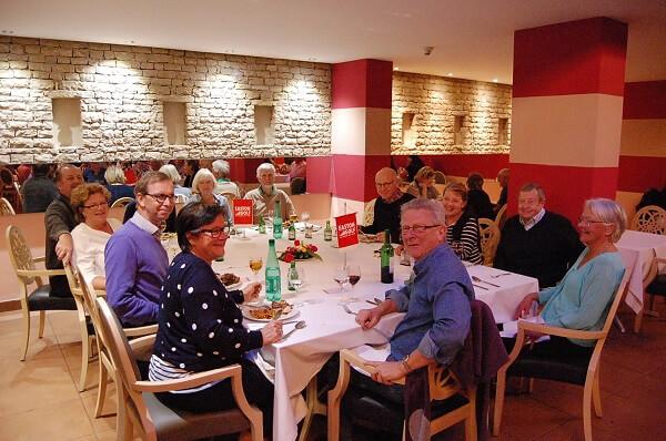Och som vanligt avslutade vi med gemensam middag vid Eastonbordet, restaurangens givna medelpunkt. Det var allt för idag från Eastons utsände i Marocko, Håkan Eriksson