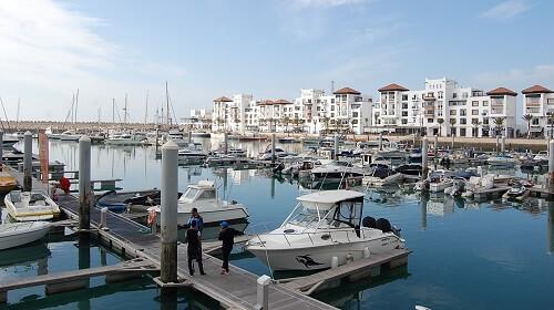 Vi inledde med ett stopp i marinan, Agadirs Beverly Hills enligt guiden.