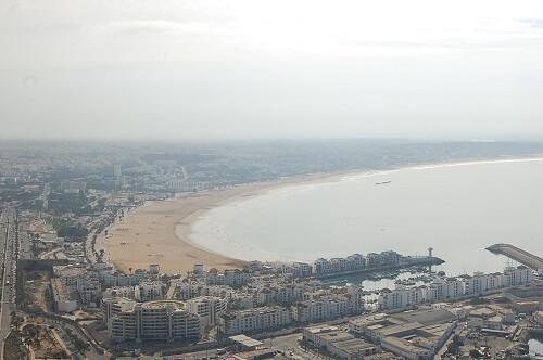 Lite disigt men man får en fantastisk överblick över Agadir och stranden.