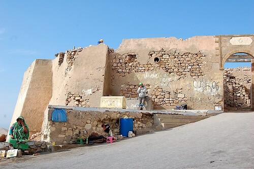Mindre partier av stadsmuren finns kvar.