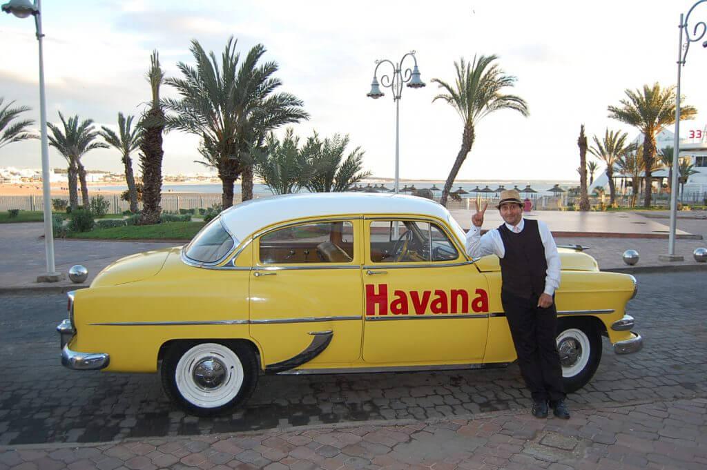 """och sist men inte minst kommer Er ödmjuke golfvärd på Agadirs svar på """"Little red Corvette""""- en Chevrolet från 1958!!!"""