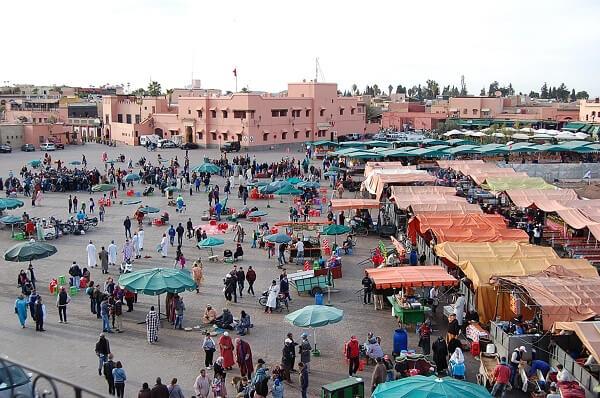 På eftermiddagen blev det ett besök på Jamma El Fnaa. Medelpunkten i Medinan, ett totalt kaos med ormtjusare, historieberättare, dansare mm.