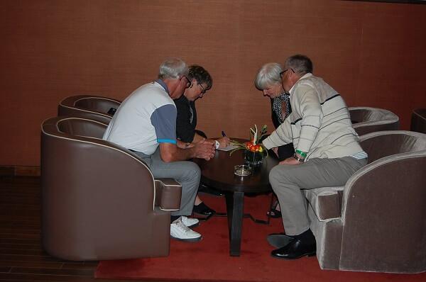 Teamwork med golffrågor, Internationella städer och konfliktlösning!