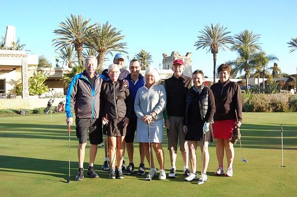 Nya gäster på golfbanan, fortfarande goda vänner inför det stenhårda kvalet i puttningstävlingen.