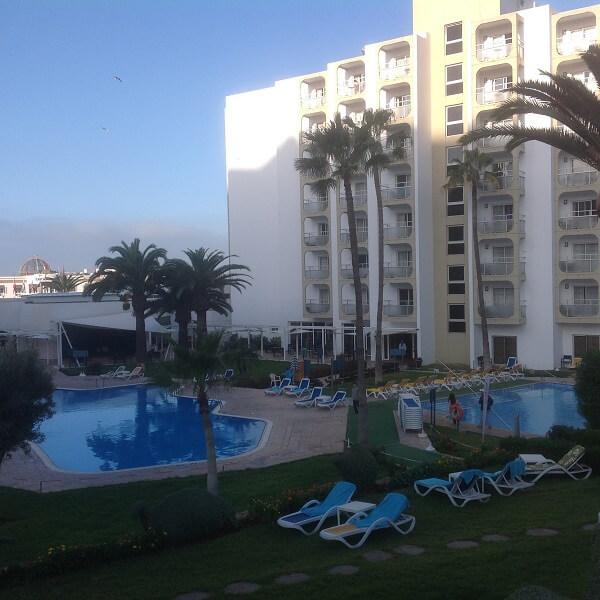 Tog en sväng till Hotel Kenzi Europa en tidig morgon. Poolområdet är mycket fräscht och inbjudande.