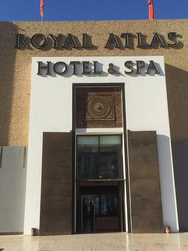 Raskt över till vårt andra hotel, Royal Atlas, ligger som sagt ett stenkast från Kenzi.