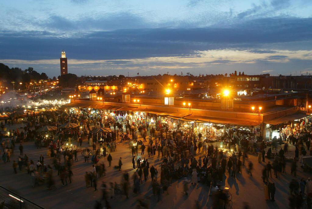 Kvällsmyller, folkmassor och välkända marknadsplatser.