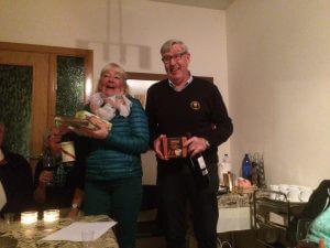 Glada vinnare i 2-manna scramble. Anita och Bengt. Anita vann även singeltävlingen. Bra spelat Anita!!