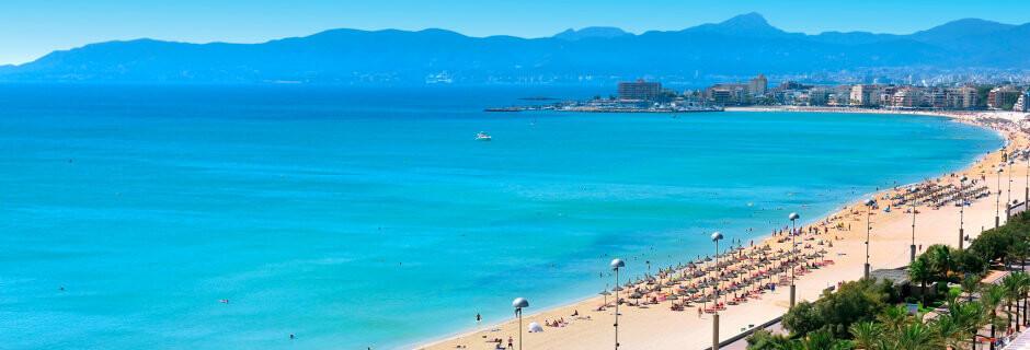 Sol och bad kännetecknar Mallorca. Även i samband med en golfresa kommer möjligheterna att svalka av sig vara goda.