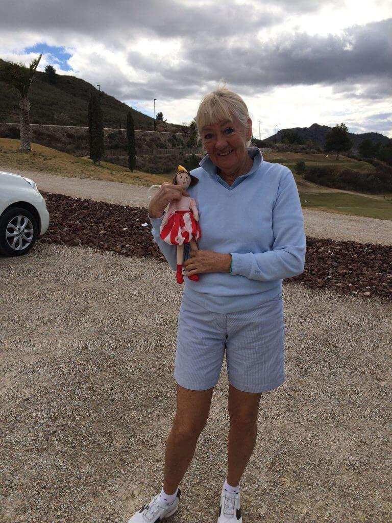 """2 Prinsessor, Veckans golfare Anita med lilla""""Vickan"""" som bästa dam i veckan får ha på bagen!!"""