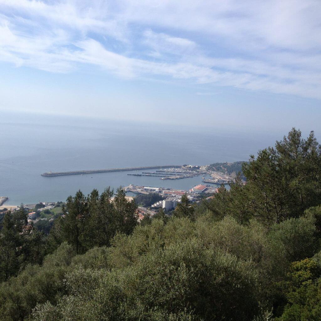 På söndagen var det dags för de som ville att följa med på Arrábida Tour, vi började med att besöka Sesimbra Casel och fick veta mer om vår lilla stad samt njuta av en fantastisk utsikt