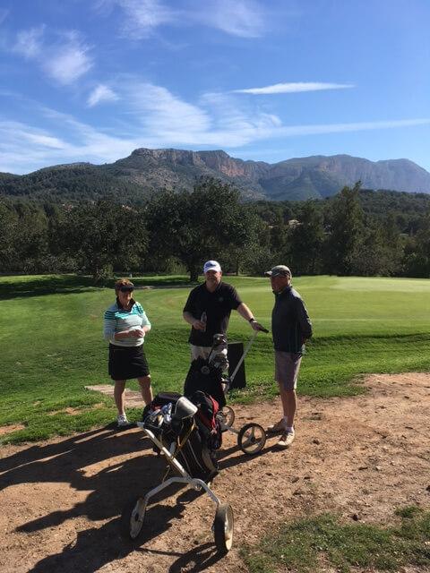 Två Bästbollar, en vinnare och en fjärde plats! Grattis Lena och Sören, möjligen är Mats besviken över spelpartner golfguide som bara bidrog till 4.e plats - vem kommer ihåg en 4?