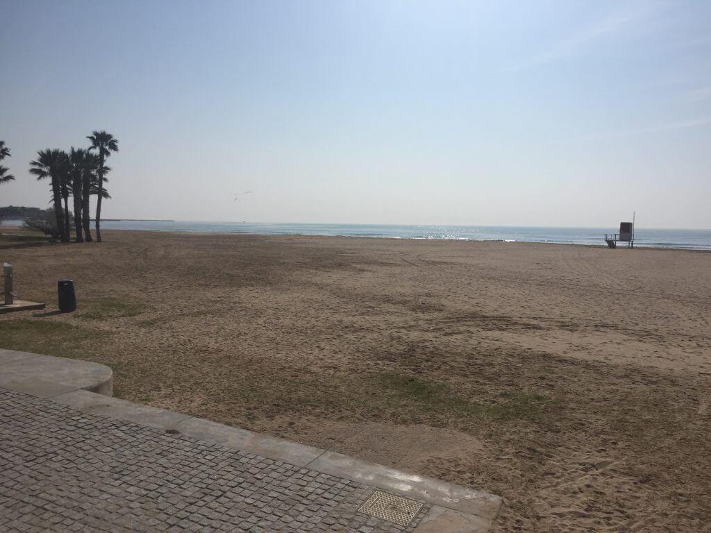 Stranden var ganska tom, trots väldigt fint väder.. Lite tidigt på säsongen kanske