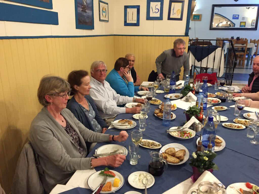 Eller middag i Marathopoli med bl.a. 2x Marianne, Urban och längst bort Peter som inte kan sitta still!