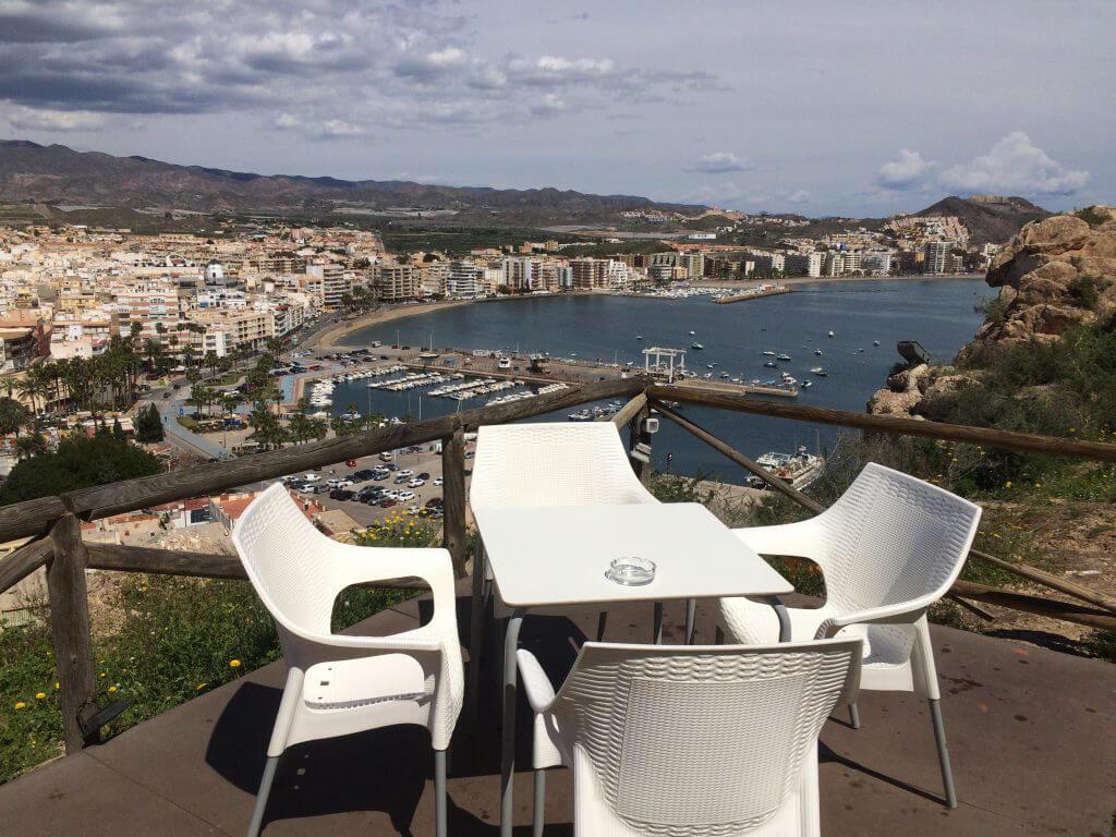 Lunch i borgen med fin utsikt över Aguilon