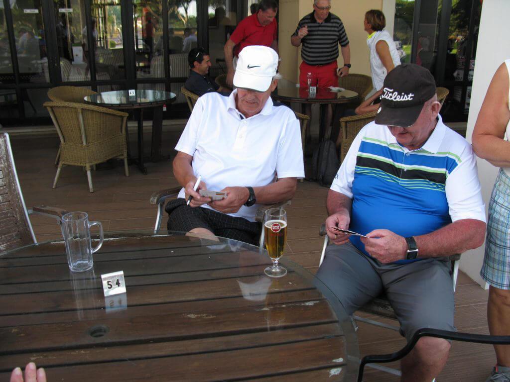 Anders och Bo analyserar ronden.