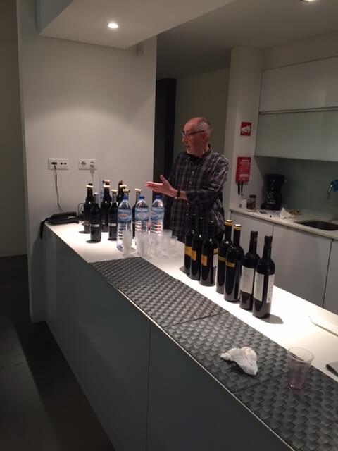 Uppställning av viner inför vinprovning.