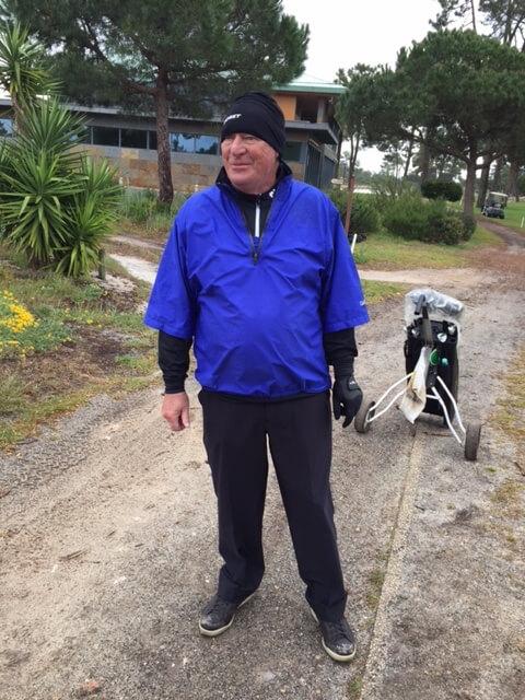 En regnskur stoppar inte en golfare...