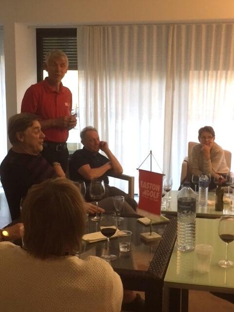 Bertil berättar om de goda vinerna och moscatel som produceras här i området runt Setubal.