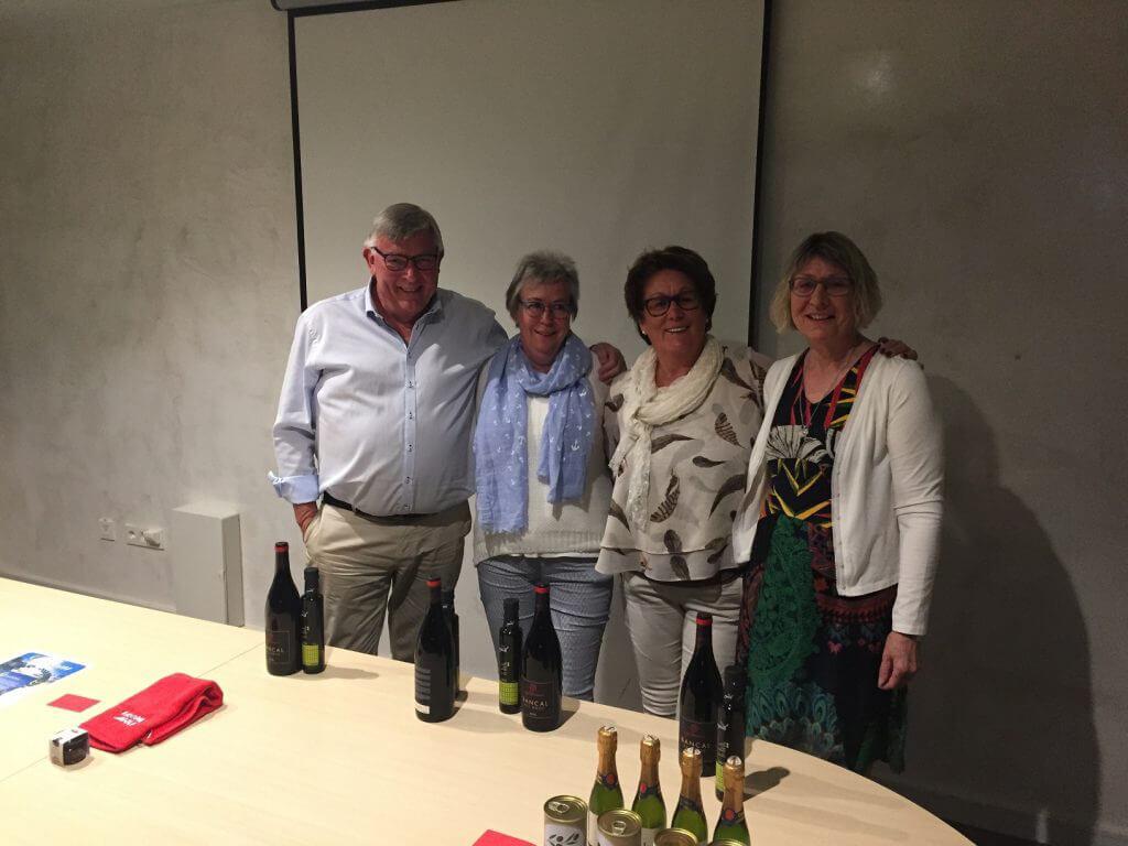 Stolta vinnare av Easton Classic Pelle, Barbro, Inga och Sonja