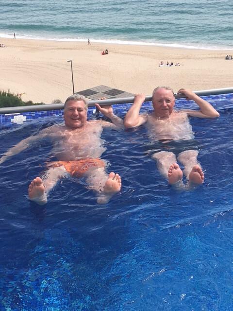 Bad pojkarna Göran & Robert i poolen