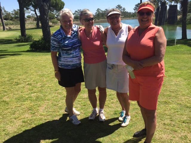 Glada damer som spelar i samma boll är Christel, Inga-Maj, Barbro och Ylwa.