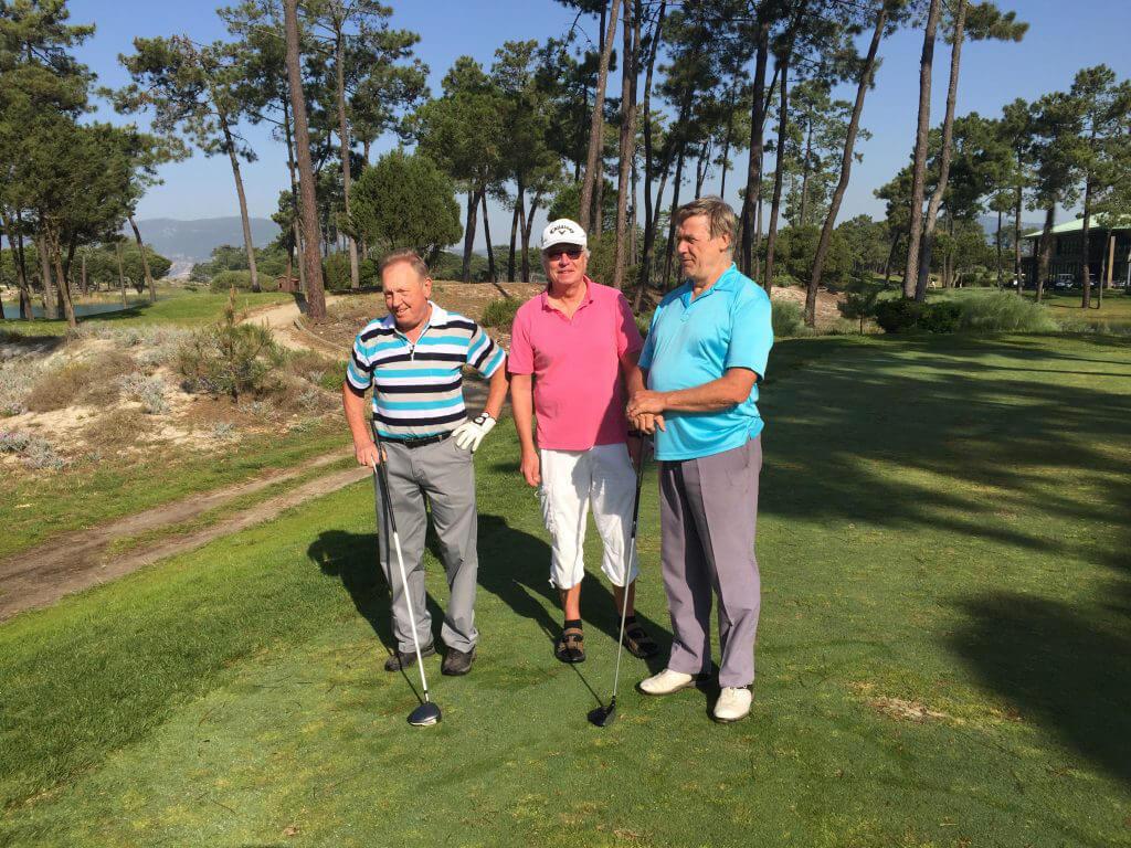 Kenneth, Åke och Göran har det också bra på Troia golfbana.