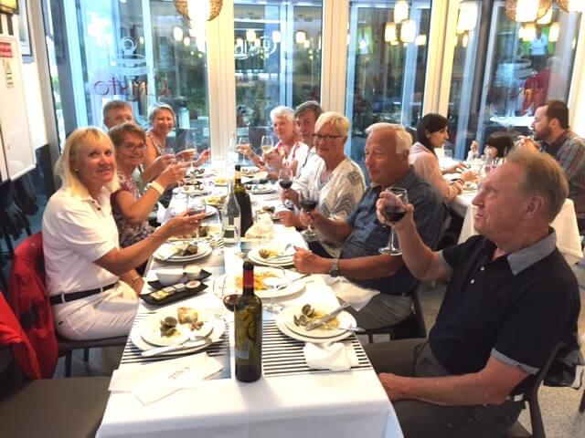 Vi avnjuter en god söndagsmiddag på en restaurang i Troia båthamn. På menyn fanns bla. bacalhau (torkad torsk), krabbröra, kötträtt och citronsorbet med vodka. På återseende Bertil och Gunilla Eastonvärdar.